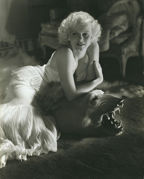 Jean Harlow at home by George Hurrell 1934 (c) Condé Nast Publications Inc./Courtesy Condé Nast Archive